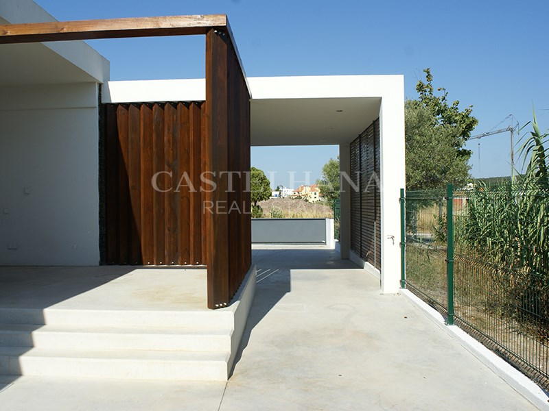 Plot of land with 665 m2