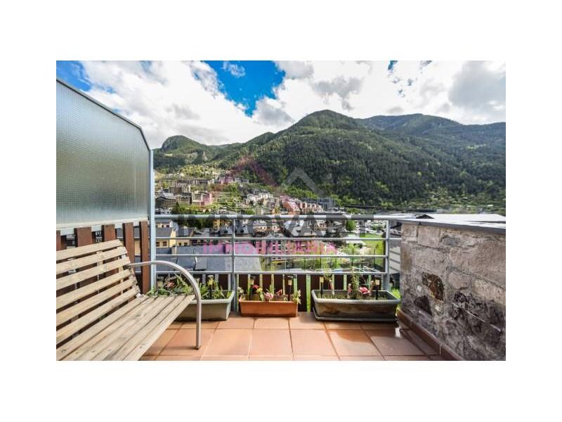 Fantàstic àtic baix amb gran terrassa.