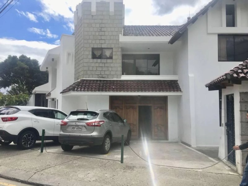 Ecualatin Services, Venta de Casa en    Cuenca