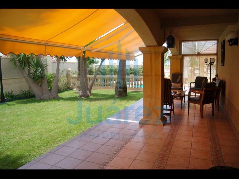 Casa en venta con 300 m2, 5 dormitorios  en Extrarradio de Alicante (A
