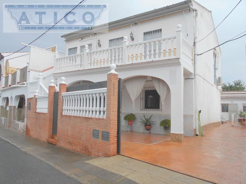Casa en venta con 278 m2, 8 dormitorios  en Castilblanco de los Arroyo