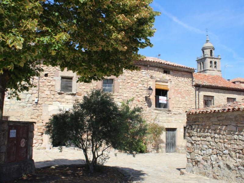 Casa en venta con 582 m2, 8 dormitorios  en Medinaceli, Centro