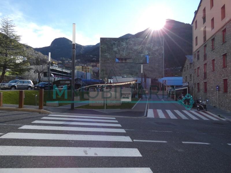 MAGNÍFIC LOCAL AL CENTRE D'ENCAMP - AV. COPRÍNCEP